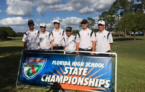 Boys' golf state qualifiers pose on the Mission Inn course before the competition on Nov. 1.