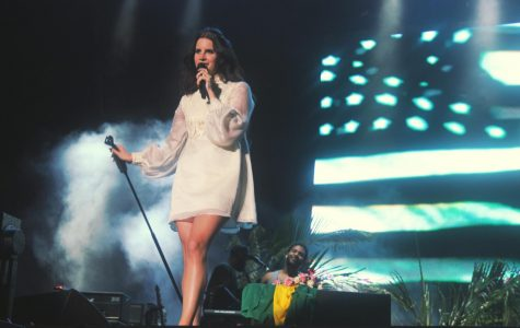 Lana Del Ray sings on current tour.