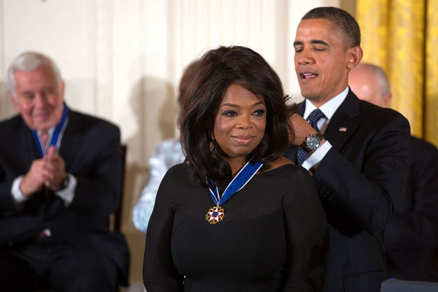 President+Barack+Obama+awards+the+2013+Presidential+Medal+of+Freedom+to+Oprah+Winfrey+during+a+ceremony+in+the+East+Room+of+the+White+House%2C+Nov.+20%2C+2013.+